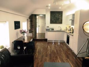 A kitchen or kitchenette at Harpenden House Apartment 4