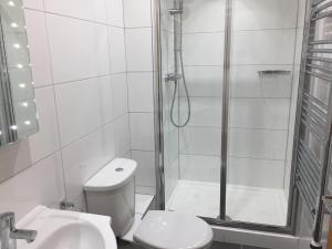A bathroom at Harpenden House Apartment 6