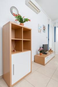 A television and/or entertainment center at Alicante Hills SIngle Bedroom Courtyard View