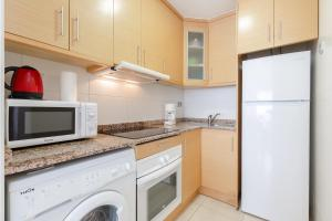A kitchen or kitchenette at Alicante Hills SIngle Bedroom Courtyard View