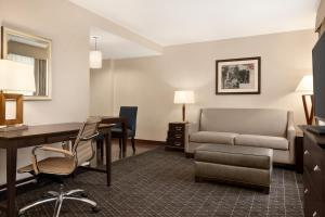 A seating area at Homewood Suites by Hilton Dover - Rockaway