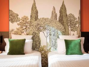A bed or beds in a room at Hotel Mercure Roma Corso Trieste