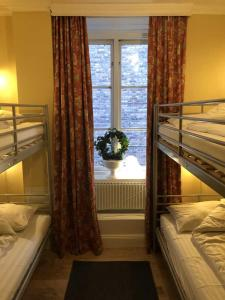 A bunk bed or bunk beds in a room at Lilla Brunn