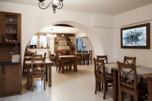 Restauracja lub miejsce do jedzenia w obiekcie Chata u Bronka
