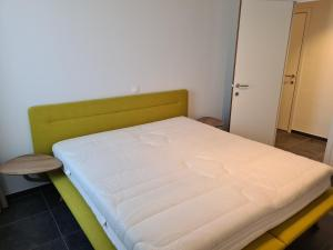 A bed or beds in a room at White Princess-Yzzis