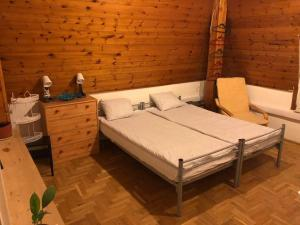 Postel nebo postele na pokoji v ubytování Csillaghegy Hostel