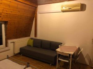 Posezení v ubytování Csillaghegy Hostel