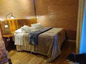 A bed or beds in a room at Pousada Recanto Primavera