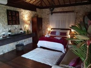 A bed or beds in a room at Hara Chalés e SPA