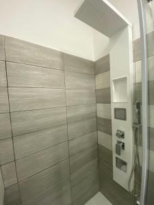 A bathroom at IN CENTRO ROOMS Vicino Cefalù