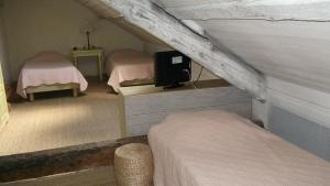 A bed or beds in a room at La Pastorale