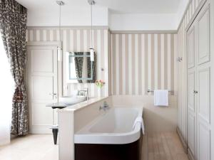 A bathroom at Mercure Arbat Moscow