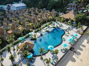 Vista de la piscina de Phi Phi CoCo Beach Resort - SHA Plus Vaccinated o alrededores