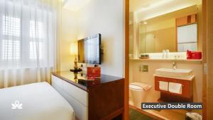 A bathroom at ZEN Premium Kampong Glam
