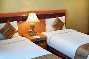 سرير أو أسرّة في غرفة في اليت تاور