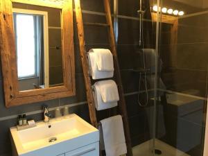 Salle de bains dans l'établissement Le Jardin Découverte
