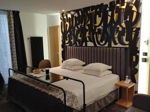 A bed or beds in a room at Hotel Aida Opera
