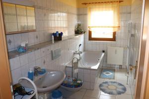 A bathroom at Ferienwohnung-Daeumler
