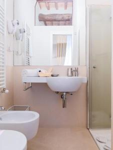 A bathroom at B&B Il Corso