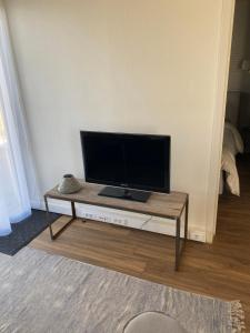 A television and/or entertainment centre at Cottage B88