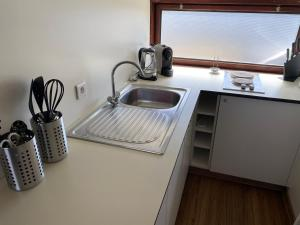 A kitchen or kitchenette at Cottage B88