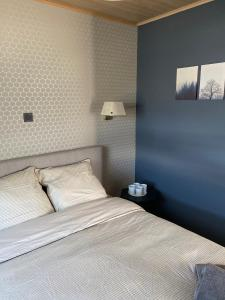 A bed or beds in a room at Cottage B88