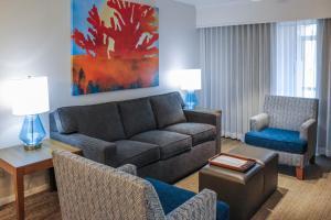 A seating area at Polynesian Isles Resort By Diamond Resorts - Newly Renovated