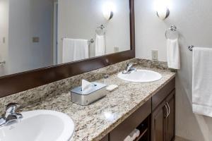 A bathroom at Polynesian Isles Resort By Diamond Resorts - Newly Renovated