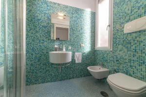 A bathroom at Albamares b&b