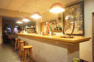 El salón o zona de bar de Hotel MR