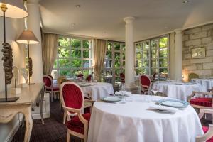 A restaurant or other place to eat at Najeti Hôtel la Magnaneraie