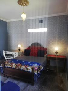 A bed or beds in a room at Oak View Manor