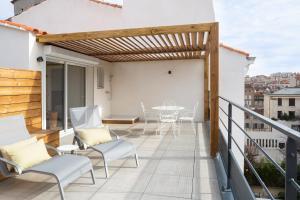 A balcony or terrace at Les Appartements Maison Montgrand-Vieux Port
