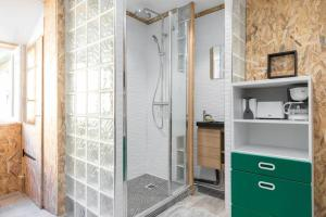 A bathroom at Studio near old Nice - atypical - tram at 10 m