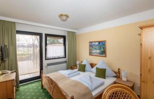 Ein Bett oder Betten in einem Zimmer der Unterkunft Spreewaldhotel Garni Raddusch