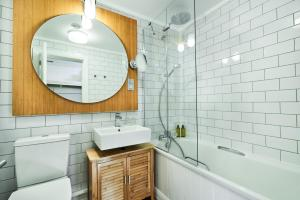 A bathroom at Isle Of Mull Hotel and Spa