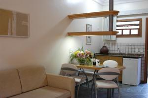A seating area at Ilha Flat Hotel