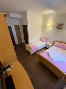 Кровать или кровати в номере Отель Пионер