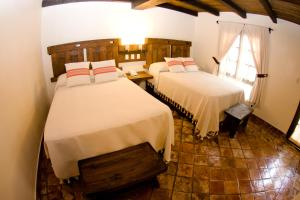 A bed or beds in a room at Hotel Casa Selah