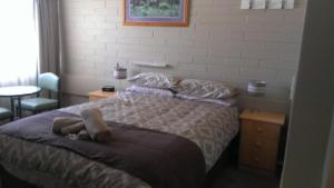 A bed or beds in a room at Nhill Holiday Inn