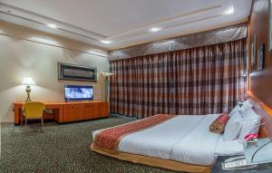 A bed or beds in a room at Gulf Court Hotel