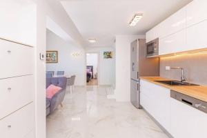 A kitchen or kitchenette at Prestige Villa Diamond View