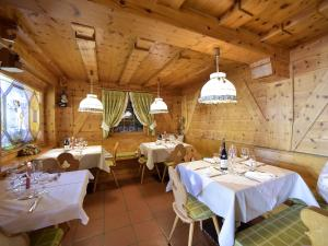 A restaurant or other place to eat at Rifugio Capanna Passo Valles