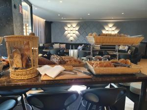 Ein Restaurant oder anderes Speiselokal in der Unterkunft Hotel Grauer Bär