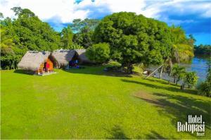Een tuin van Botopasi Resort