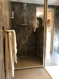 A bathroom at Herberg Oud Holset