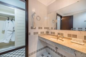 A bathroom at Nacional Inn Cuiabá