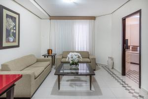 A seating area at Nacional Inn Cuiabá