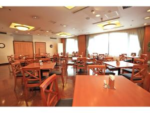 A restaurant or other place to eat at Smile Hotel Shimonoseki