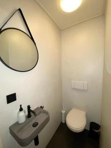 A bathroom at Watertoren Middelburg